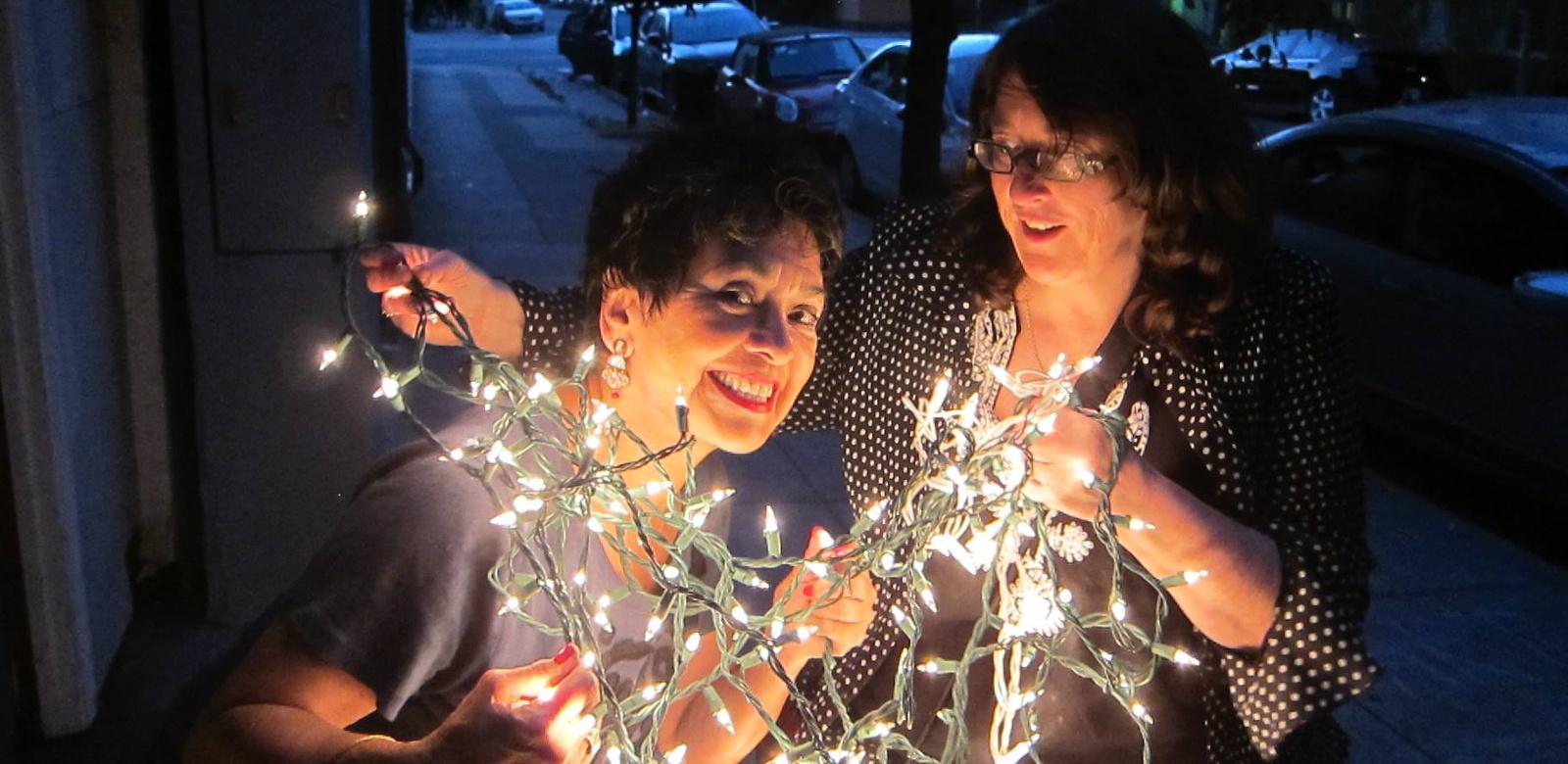 Carolyn & Betsy decorating